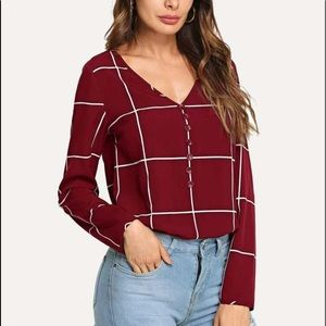 Button front V-neck grid top -size 6